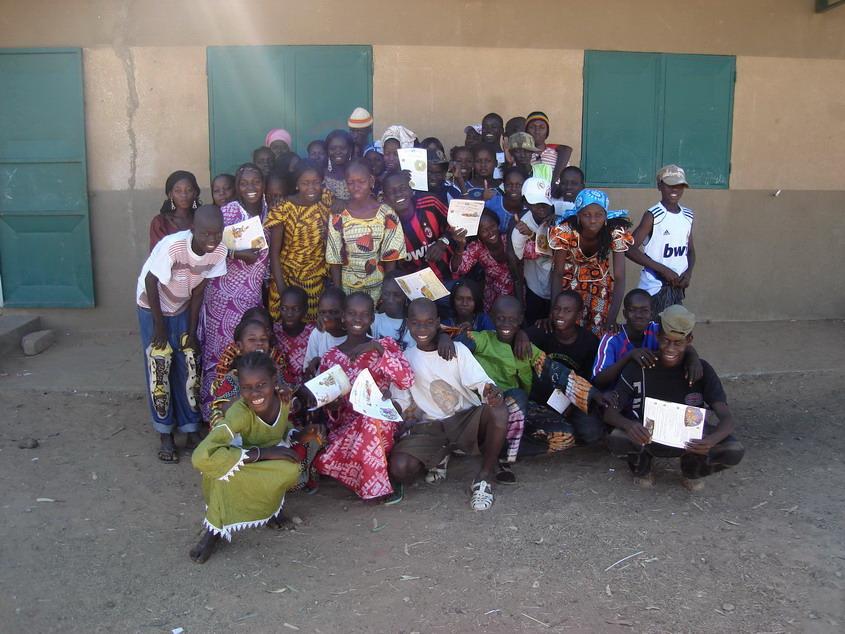 La presque totalité des collégiens de Barmathial au village pendant le congé de fin d'année 2009